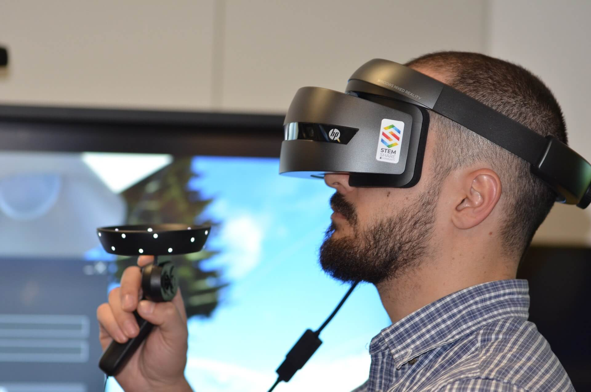 Man Wearing Virtual Reality Headset - What Is Immersive Marketing Banner Image
